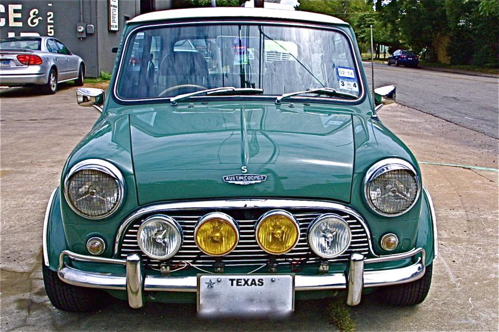 Vintage rebuilt 70s green mini cooper s at s austin for Garage mini cooper